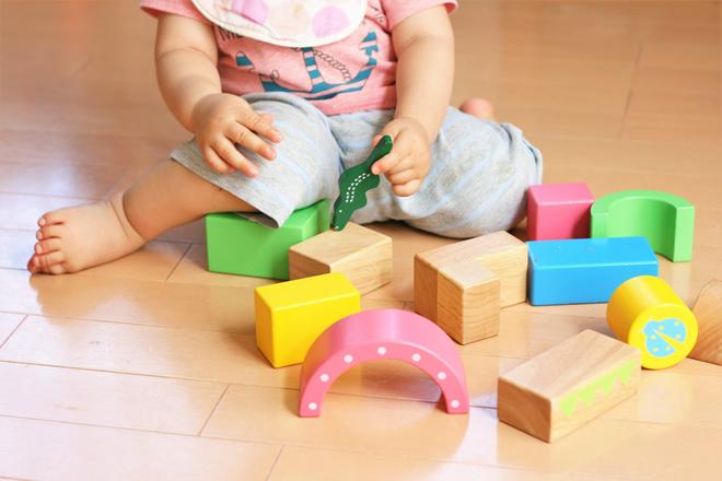 おもちゃの中で積み木はなぜおすすめ?積み木の知育玩具の特徴と種類