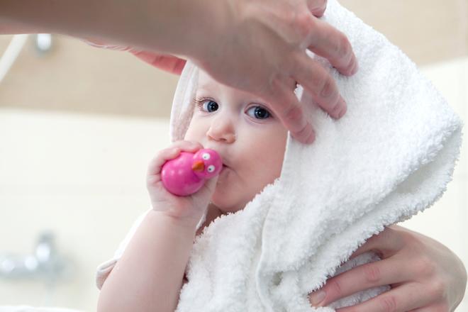 初めての赤ちゃんの頭を洗う時の上手な洗い方と知っておきたい注意点