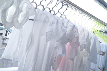 大人と赤ちゃんの衣類を分けて洗う