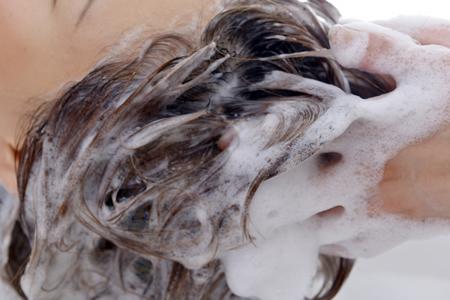 ノンシリコンシャンプーは髪と頭皮に優しい?