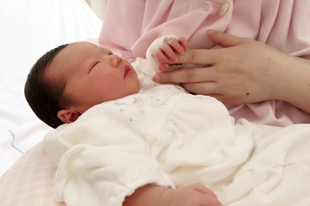 新生児との外出は赤ちゃんのペースに合わせる