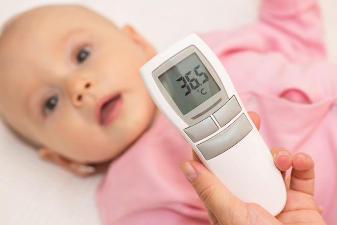 73519b85368 新生児の体温は何度が正解?上手な測り方と計る部位について|マンビーノ ...