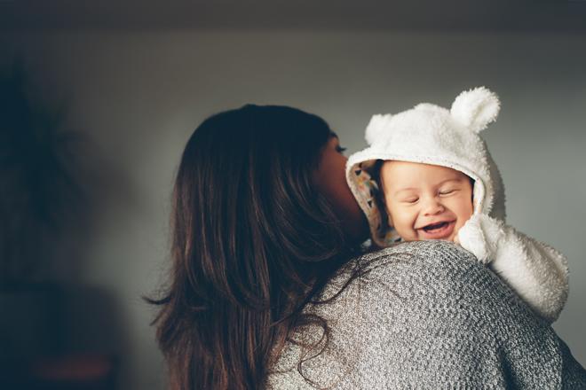 首がすわっていない新生児を縦抱きしても良い?抱っこ紐はOK?